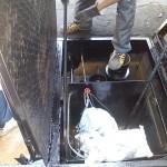 狭いところも丁寧にやってました。バーナーにペンキがつかないように布をかけてました。